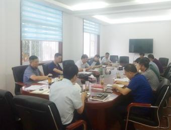 汉滨区人大常委会召开中心组学习会