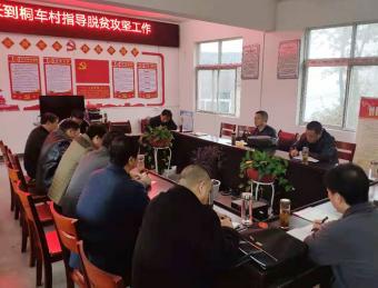 汉滨区人大常委会副主任郭放军在桐车村检查督导脱贫攻坚工作