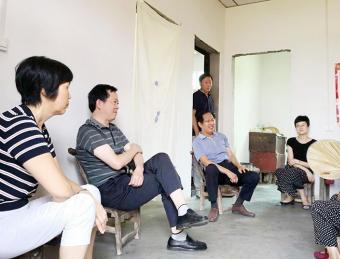 市人大常委会农工委到张滩镇调研兜底保障扶贫工作