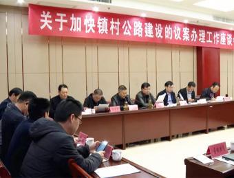 区人大常委会对镇村公路建设议案办理情况进行视察